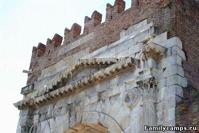 Римини. Арка Августа